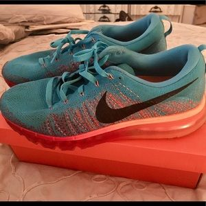 NIKE Air Max 360 Flyknit Size 11. Barely worn!!